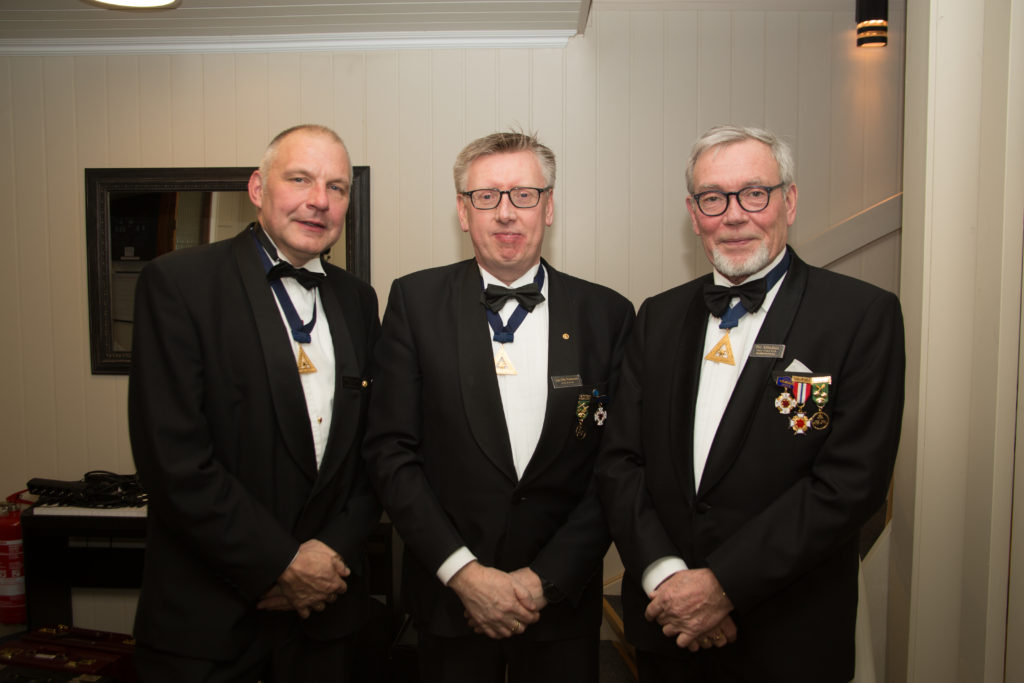 Fv Nils Håkon Fevang, EE i losje Cetus, Jan Ole Pederser, Kanselist i FGDO og Per Alfredsen, SEE i storlosje Skiringssal